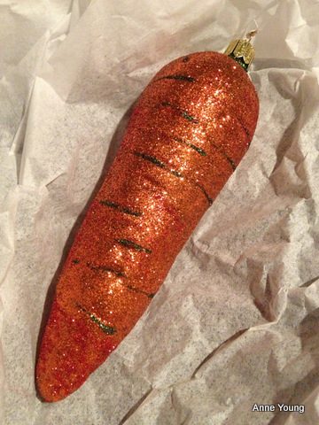 Christmas bauble, Christmas carrot
