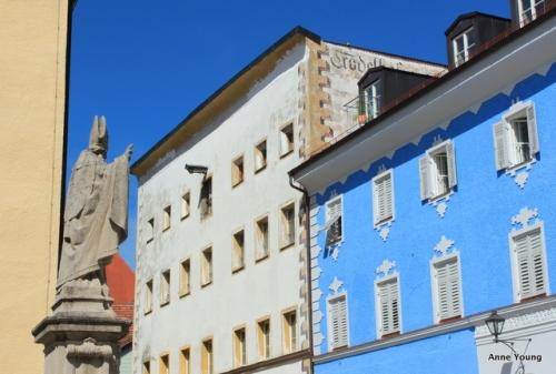 Laufen houses